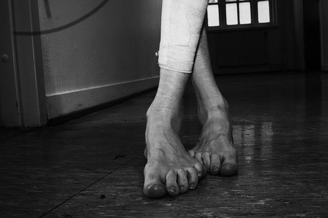 feet-2243054_640
